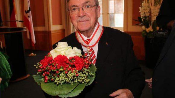 Ebenfalls Träger des Verdienstordens: Matthias Koeppel, einer der bedeutendsten Maler unserer Stadt.