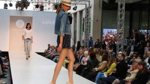 Levis zeigt, womit Jeans-Jacken sich kombinieren lassen.