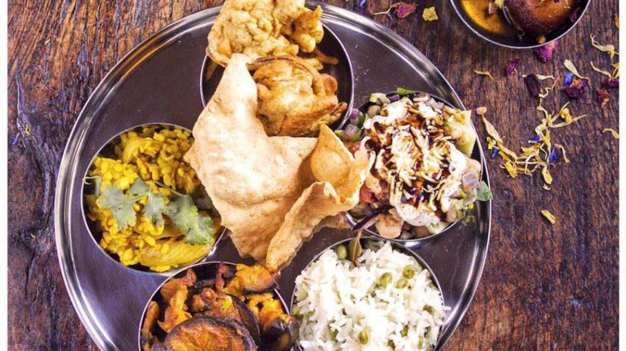 So schön kann veganes pakistanisches Street Food sein. Mama Shabz kocht heute in Neukölln.
