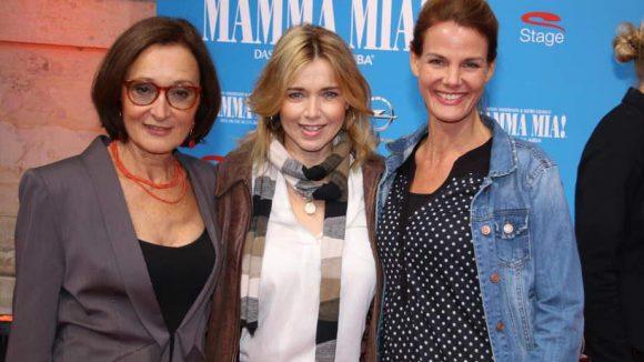 Schauspielkolleginnen unter sich: Eleonore Weisgerber, Tina Ruland und Chrissy Schulz (v.l.) wollten sich die Mamma Mia!-Premiere nicht entgehen lassen.