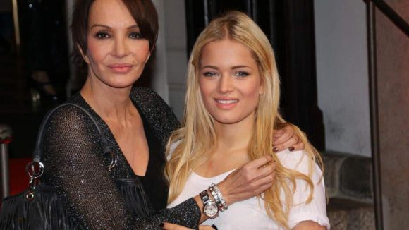 Schauspielerin Anouschka Renzi sah sich das Musical mit Tochter Chiara Moon Horst an, die selber schon erste Shootings als Model hinter sich hat.