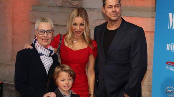 """Xenia Seeberg, jüngst im Tatort """"Der Hammer"""" zu sehen, kam mit Familie: Mutter Ulla, Sohn Philias und Ex Sven Martinek."""