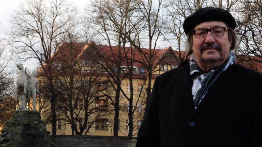 Manfred Maurenbrecher auf seinem Rüdesheimer Platz.