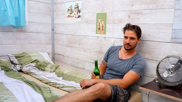 My Molo-Gründer Nico Marotz in der von ihm entwickelten Festival-Lodge.
