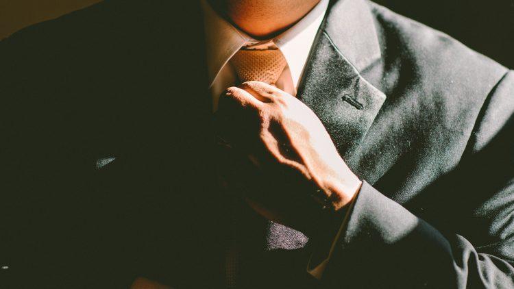 Mal schön in Schale geworfen und den Schlips gerade gezogen: Es wird ein neuer Manager für den Görli gesucht!
