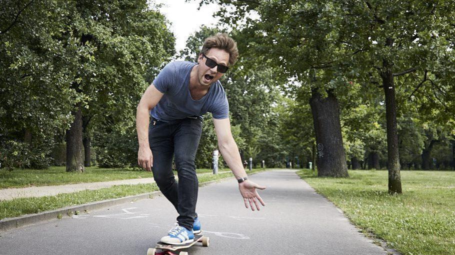 High Five? Der Volkspark Friedrishain ist Christophs Longboard-Teststrecke.