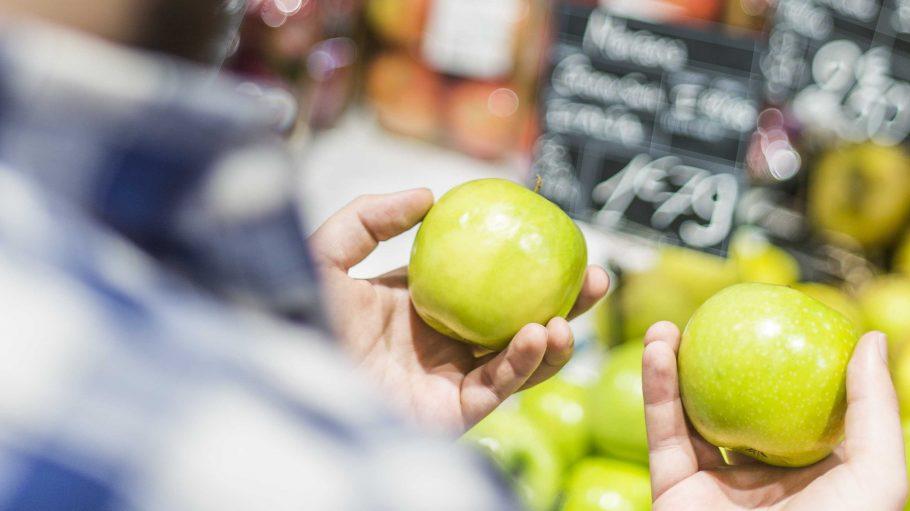 Pack einfach einen Apfel mehr in den Einkaufswagen und spende direkt an der Kasse im Supermarkt.