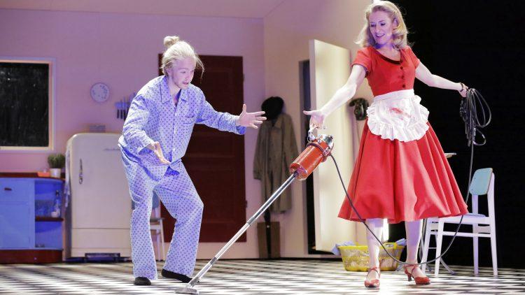 Das Leben als perfekte Hausfrau ist für Maria Furtwängler die pure Freude. Oder etwa doch nicht?
