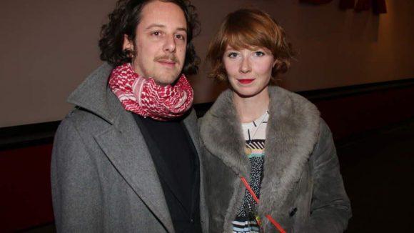 Der Schauspieler Marian Meder und seine Freundin Sarah Bauerett erschienen ebenfalls zur Premiere im Kino am Alexanderplatz.