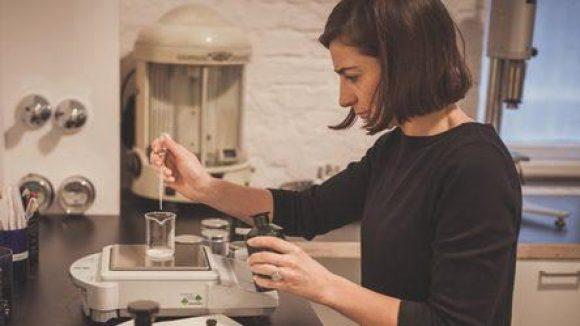 Marie LeFebvre in ihrem Labor: Bei ihr ist jeder Duft unisex.