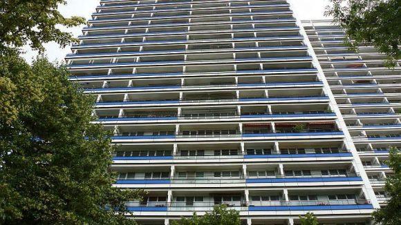 Die umliegenden Hochhäuser an der Leipziger Straße haben teilweise mehr als 20 Stockwerke.