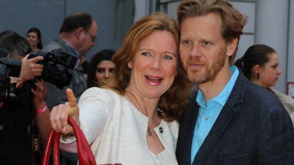 Schau mal Schatz! TV-Darstellerin Marion Kracht brachte ihren Gatten, den Architekten Berthold Manns, mit.