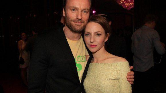 Neuer Tatort-Star Mark Waschke zusammen mit Katharina Schüttler.