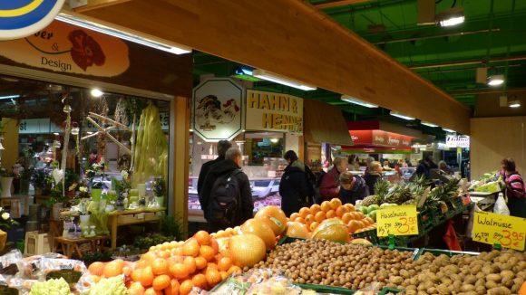 Da hat die Markthalle Tegel einiges zu bieten: exotische Früchte, Nüsse...