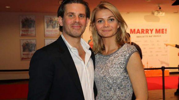 Im wahren Leben noch nicht verheiratet: Steffen Groth mit Ana Grosse Halbuer.