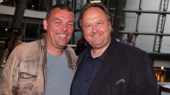 Hier lachen Erfolgsproduzent Tom Zickler, der hinter den Filmen von Til Schweiger steht, und der Gastgeber Christoph Ott vom NFP-Verleih.
