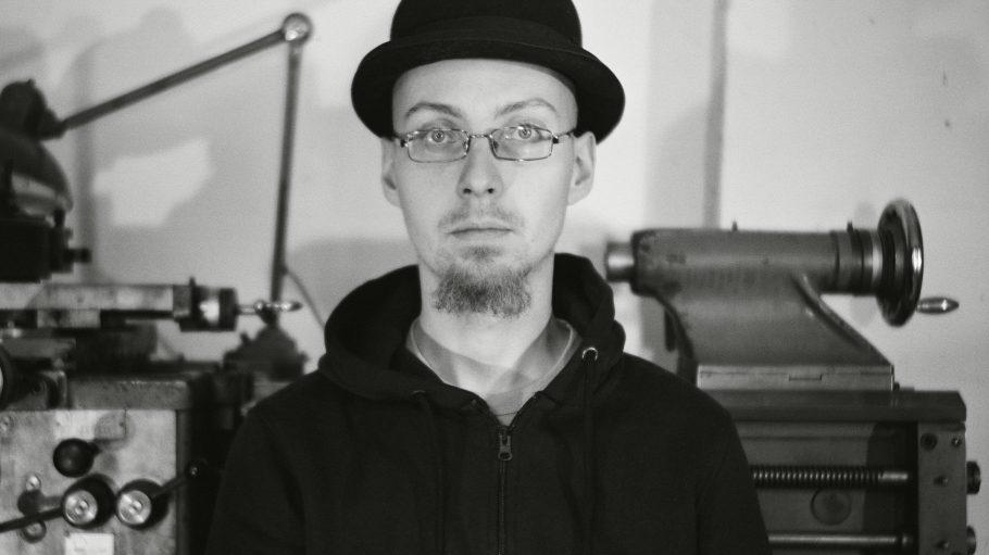 Matthias Branschke in seiner Dudelsackmanufaktur in Berlin.