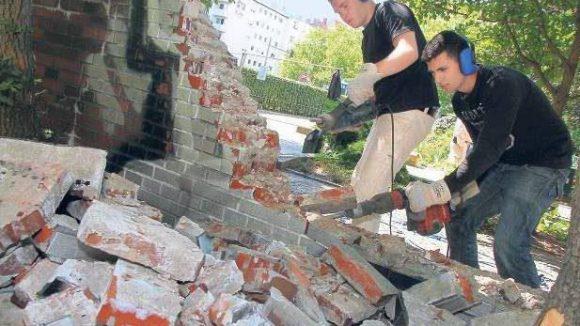 Auf dem Bundesplatz fallen die Mauern.