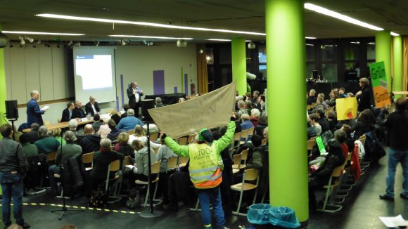 Der Infoabend in der Ernst-Reuter-Oberschule zur geplanten Bebauung am Mauerpark war gut besucht.