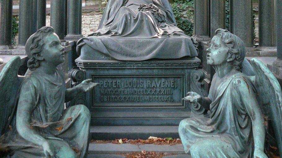 Das Mausoleum des Peter Louis Ravené, derin der zweiten Hälfte des 19. Jahrhunderts mit seiner Gemäldegalerie einen großen Beitrag zu Berlins kulturellem Leben leistete.