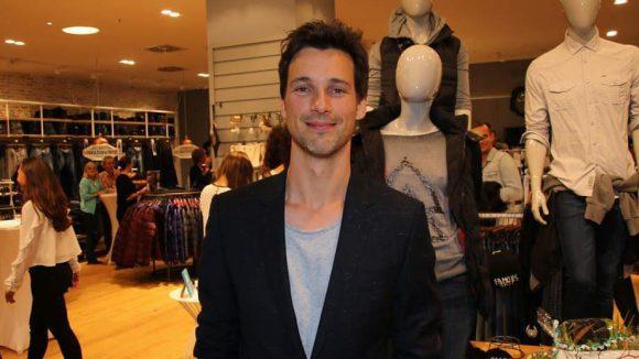 Doch die größte Überraschung des Abends war, dass auch Schauspieler Florian David Fitz in der Mall of Berlin vorbeischaute. Schließlich feierte ...