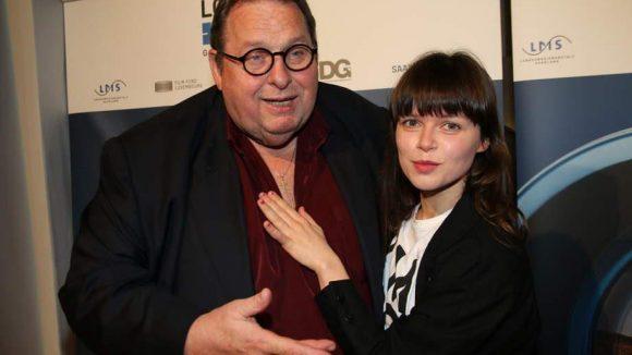 Und nun noch ein Schwenk in die Saarländische Vertretung, wo die Filmförderung des Landes und das Max-Ophüls-Filmfestival feierten. Hier im Bild: Ottfried Fischer neben Lore Richter, die 2015 den Max-Ophüls-Preis als beste Nachwuchsdarstellerin erhielt.