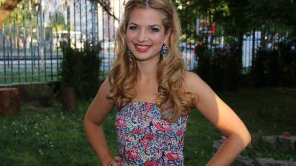 Ganz sommerlich: Schauspielerin Susan Sideropoulos.