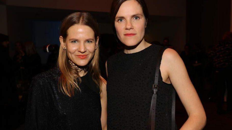 Aino Laberenz (links) und Fritzi Haberlandt bei der Show von Lala Berlin am 19. Januar 2016.