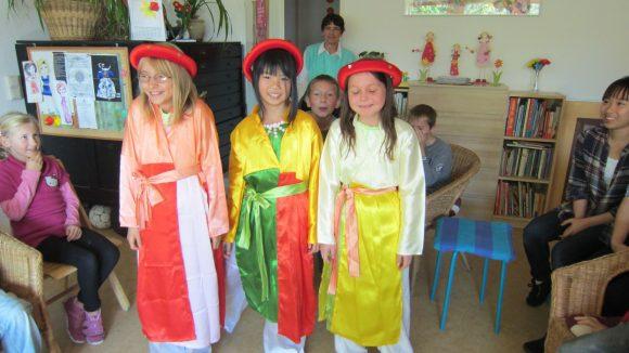 Interkulturelles Projekt. In den Veranstaltungen des MiM e.V. lernen Kinder schon früh andere Kulturen kennen - hier die Vietnamesische - auch um sie für Rassismus unempfänglich zu machen.