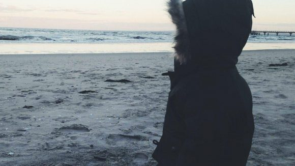 Der Blick aufs Meer gefällt auch schon den Kleinen.