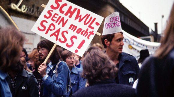 Obwohl die Schwulenbewegung nach außen vor allem auch für Spaß stand, erntete sie viel Ablehung.