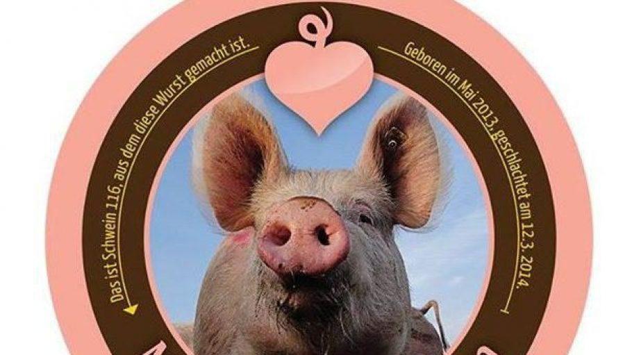 """So sehen sie aus, die Buttons, die """"Meine kleine Farm"""" auf Fleisch und Wurstwaren klebt."""