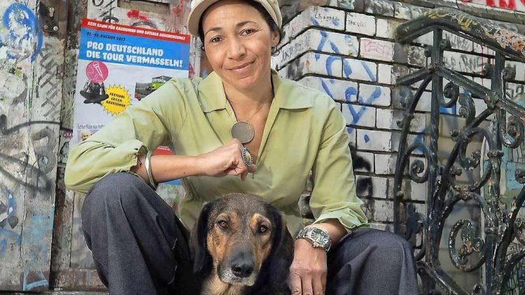 Melanie Knies ist die Gründerin der Agentur Berlin mit Hund.