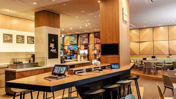 """Die """"Digital Eatery"""" mutet modern an und ist eine Mischung aus Café, Lounge und Showroom."""