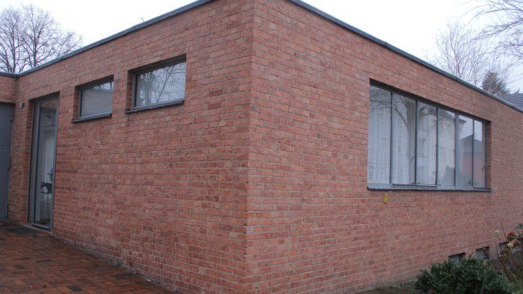 Das Mies-van-der-Rohe-Haus: Im Oktober 1945 nutzte es die Rote Armee als Abstellkammer.