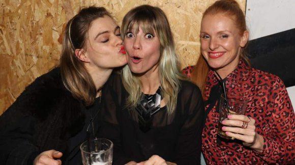 Mieze Katz von der Band Mia. feierte mit Freundinnen ausgelassen den 18. Geburtstag ihres Labels R.O.T.