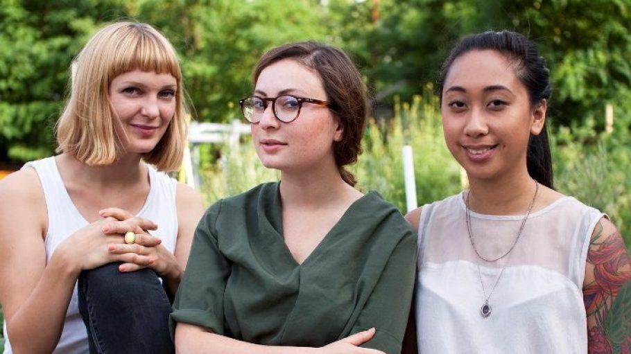Von links: Sara Wolf (29, Absolventin in Internationalen Beziehungen mit Background im fairen Handel), Milena Glimbovski (23, Marketingfachfrau und Studentin der Gesellschafts- und Wirtschaftswissenschaften) und Marizon Bilano (25, Produkt- und Industriedesignerin).