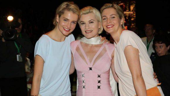 ... die Meise-Zwillinge aus der Werbung und Sängerin Kriemhild Maria Jahn (Mitte, Ex von Ralph Siegel) ...