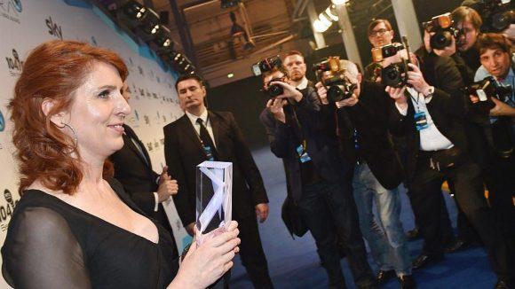 Monica Lierhaus bekam für ihr TV-Comeback bei der Fußball-WM 2014 nach ihrer schweren Krankheit einen Mira Award vom TV-Sender sky.