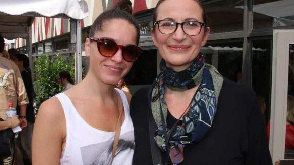 Die Designerin (r.) mit ihrer Fotografin Anita Bresser.