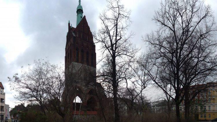 Auf dem Mirbachplatz in Weißensee liegt die Bethanienkirche, die zwischen 1900 und 1902 erbaut wurde.