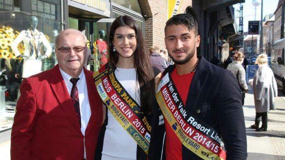 Der Senior-Chef der Miss Germany-Corporation Horst Klemmer, hier mit Miss & Mister Berlin Klaudia Kojouharova und Ahmad Srais, war auch dabei.