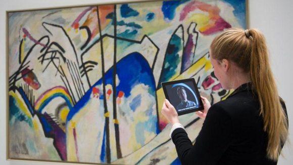 Ausstellungen können per App spannend aufgewertet werden. Doch wie weit ist Berlin in Sachen digitale Kultur?