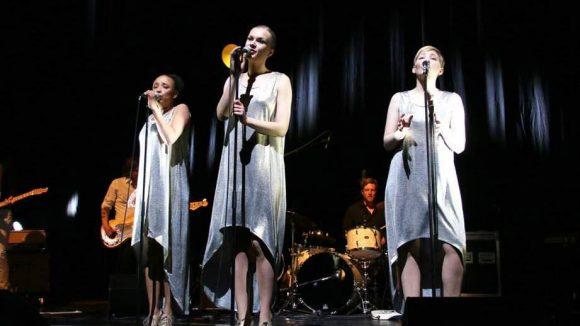 """Schöne Stimmen, engelhafte Gewänder: Laing sind in diesem Jahr auch schon bei """"Unser Song für Österreich"""" aufgetreten."""