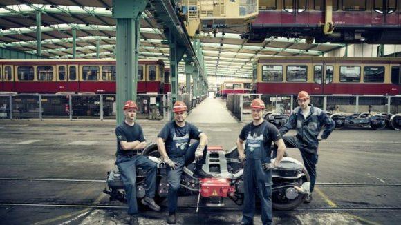 Die Mitarbeiter der Berliner S-Bahn machen auch als Fotomodelle eine gute Figur.