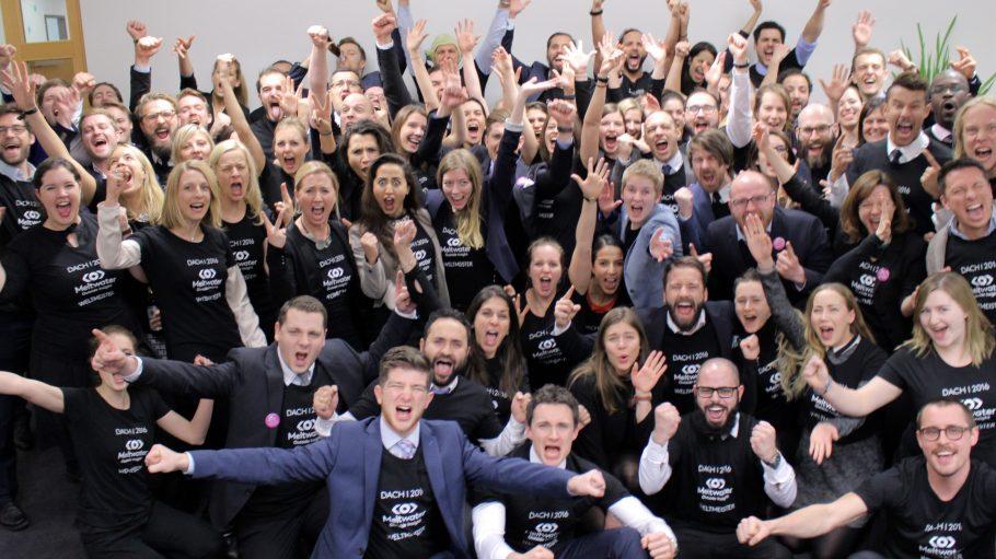 Nicht nur diese Mitarbeiter des Unternehmens Meltwater sind in ihren Berliner Büros ganz schön happy.