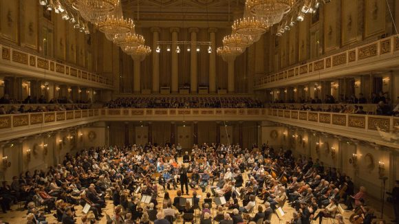 Der Saal bleibt trotz der Neuanordnung der Sitze beeindruckend.