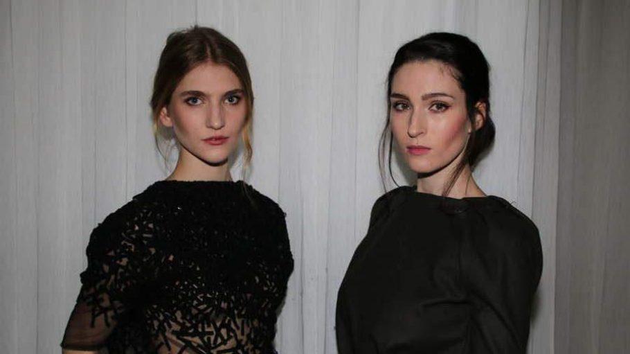 Im Hotel Wyndham Berlin Excelsior waren zwei Previews angesagt: einmal auf die Kollektion des Designers Dawid Tomaszewski (hier die Models Viktoria und Manuela) und auf den Film Mademoiselle C über Vogue-Chefin Carine Roitfeld.