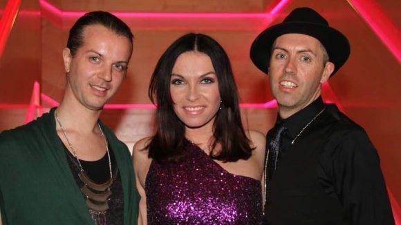 Noch ein illustres Trio: Modedesigner-Duo Niklas Kauffeld (l.) und Matthias Jahn mit DJane Alegra Cole.