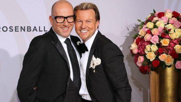 Modedesigner Thomas Rath (l.) mit seinem Mann Sandro.